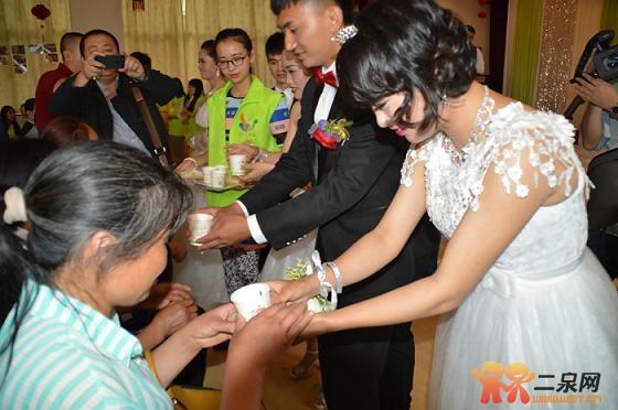 习鼎支持的首届聋哑人婚礼在贵阳举行