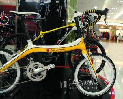 看见几个有趣的帖子 什么兰博基尼的自行车啊 还有最新的佳能单反5d
