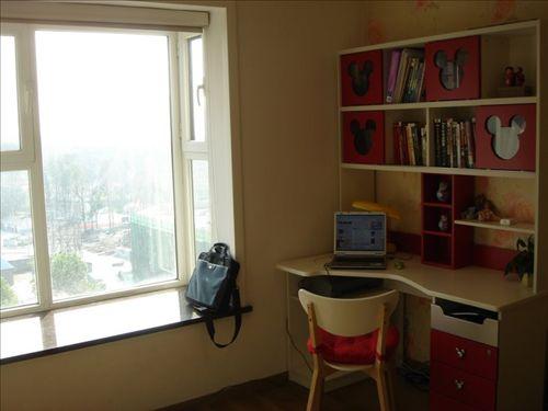 三室两厅装修效果图:书房一角